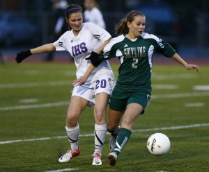 Kelli Sullivan, right, and Skyline won a battle of KingCo teams in the 4A state title game last year, beating Issaquah 1-0. (Photo by Colin Diltz / The Seattle Times)