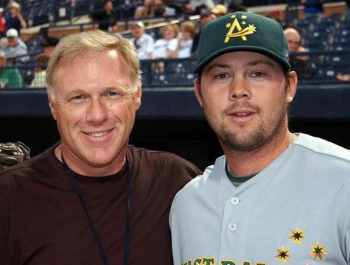 Former Everett Herald sportswriter Kirby Arnold with ex-Mariner Chris Snelling, who represented Australia in the WBC.