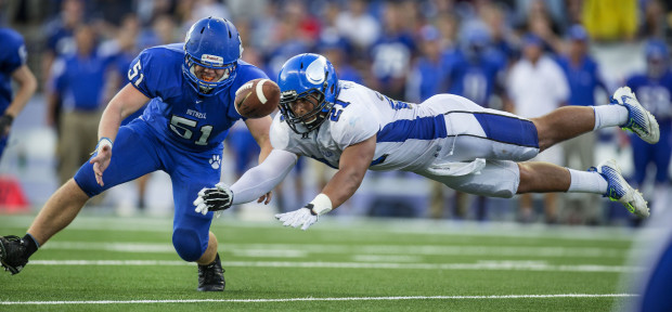 Coeur d'Alene tight end Chase Blakley (21), a UW recruit, dives for a pass late in an Emerald City Classic game Saturday at Husky Stadium. The pass fell incomplete and Coeur d'Alene fell 44-43 to Bothell. Bothell's Henry Gustin defends on the play. (Dean Rutz/The Seattle Times)