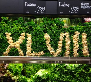 Even the produce at the Bryant Metropolitan Market is showing off its Super Bowl spirit. (Photo: Mónica Guzmán)