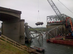 As Memorial Day traffic wended its way homeward on Monday, workers with a crane removed this pickup that went into the Skagit River when an Interstate 5 bridge collapsed just before the holiday weekend. (AP photo)