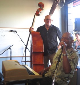 Barry Overton's set gave LITA's event a jazzy touch . (photo: Gillian G. Gaar)