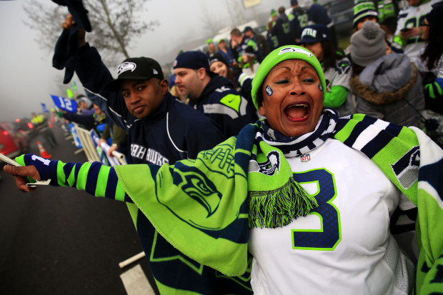 Fans yelled and cheers along the route the Seahawks buses took to the airport this morning. (Photo by Erika Schultz / The Seattle Times)