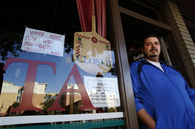 Jessie Robillard is the manager at Roberto's Pizza and Pasta on Mercer Island. It's one of many restaurants  ordered to close on Thursday after E. coli was found again in the community's water. (Mark Harrison / The Seattle Times)